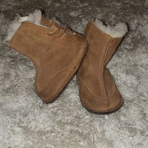 Infant unisex Baby uggs / boo booties size small